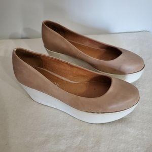 Aldo White and Tan Plateform Shoes Size 7